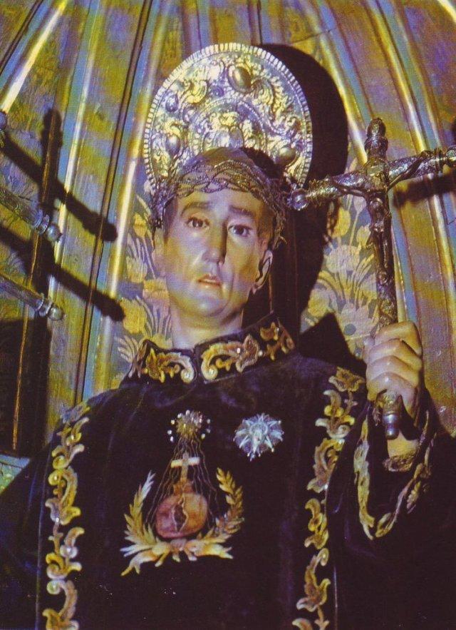 Statua di San Giovanni di Dio vestita