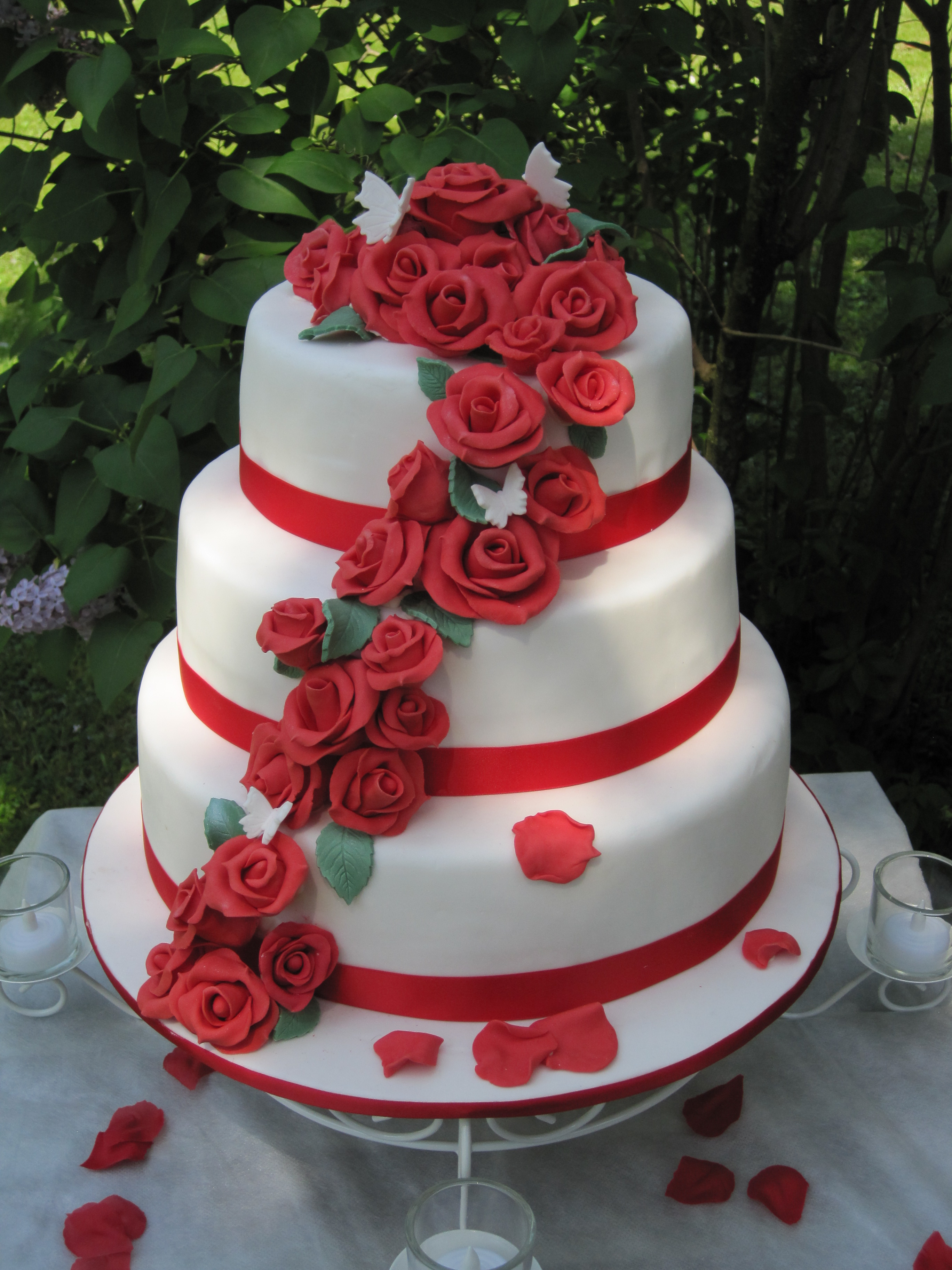 pictures of wedding cakes with red roses auguri lucetta auguri fabiana buon compleanno 18477