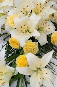 fiori - gigli-bianchi-e-rose-gialle