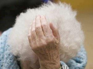 Nonna in difficoltà