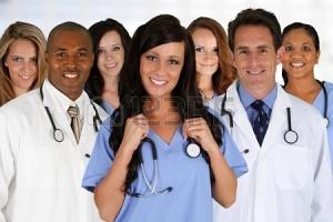 medici-e-infermieri-in-un-ospedale