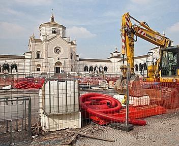 Lavori in corso di fronte al Cimitero Monumentale (foto Pietro Baroni)