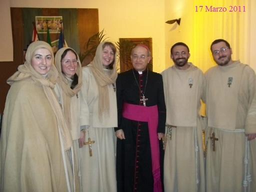 Frà Volantino con un Vescovo Ovest Italia ( per implantatio Comunità )