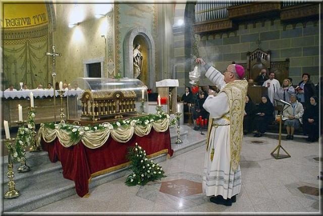 Santa Teresa di Gesù Bambino e del Volto Santo - urna
