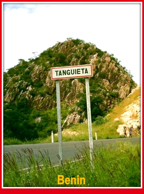 1-1-Tanguieta_sign,_Benin (1)