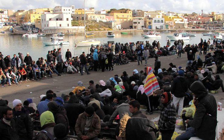 Risultati immagini per migranti lampedusa